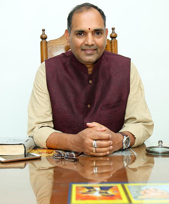 https://www.vediccounseling.com/wp-content/uploads/2019/05/about_ratnam_garu2.jpg