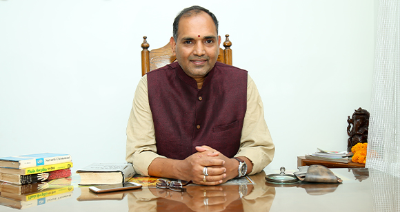 https://www.vediccounseling.com/wp-content/uploads/2019/05/ratnam_garu.jpg